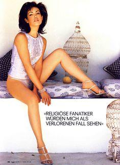 Красотка Карли Поуп демонстрирует сексуальную фигуру в журнале Die Girls Von FHM Summer фото #3