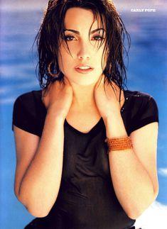 Красотка Карли Поуп демонстрирует сексуальную фигуру в журнале Die Girls Von FHM Summer фото #4