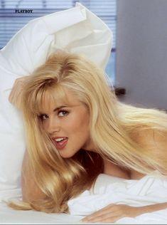 Дженни Маккарти позирует голой в журнале Playboy 90s Playmates фото #9