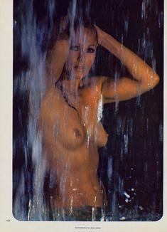 Соблазнительная Урсула Андресс оголилась в журнале Playboy фото #3