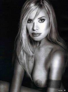 Пышногрудая Ксения Зееберг обнажилась в журнале Playboy фото #13