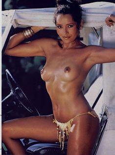 Красотка Барбара Каррера обнажилась в журнале Playboy фото #9