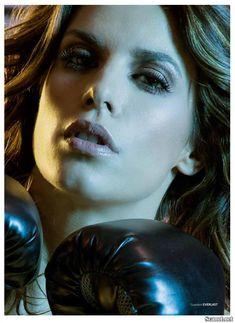 Горячая Элизабетта Каналис в эротической фотосесси для журнала Maxim фото #6