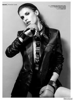 Горячая Элизабетта Каналис в эротической фотосесси для журнала Maxim фото #7