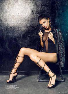 Горячая Элизабетта Каналис в эротической фотосесси для журнала Maxim фото #8