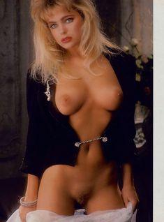 Эрика Элениак  без трусов и лифчика в журнале Playboy фото #7