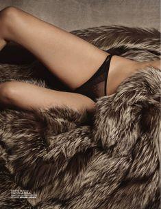 Обнажённая грудь Мари Жиллен появилась в журнале Lui фото #11