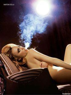 Эротичная Мартина Стелла на фото в журнале FHM фото #2
