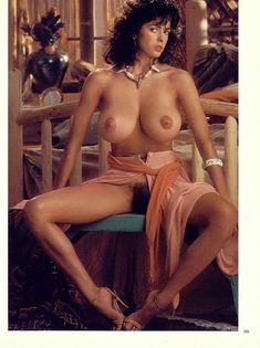 Обнаженная Роберта Васкес  в журнале Playboy фото #5