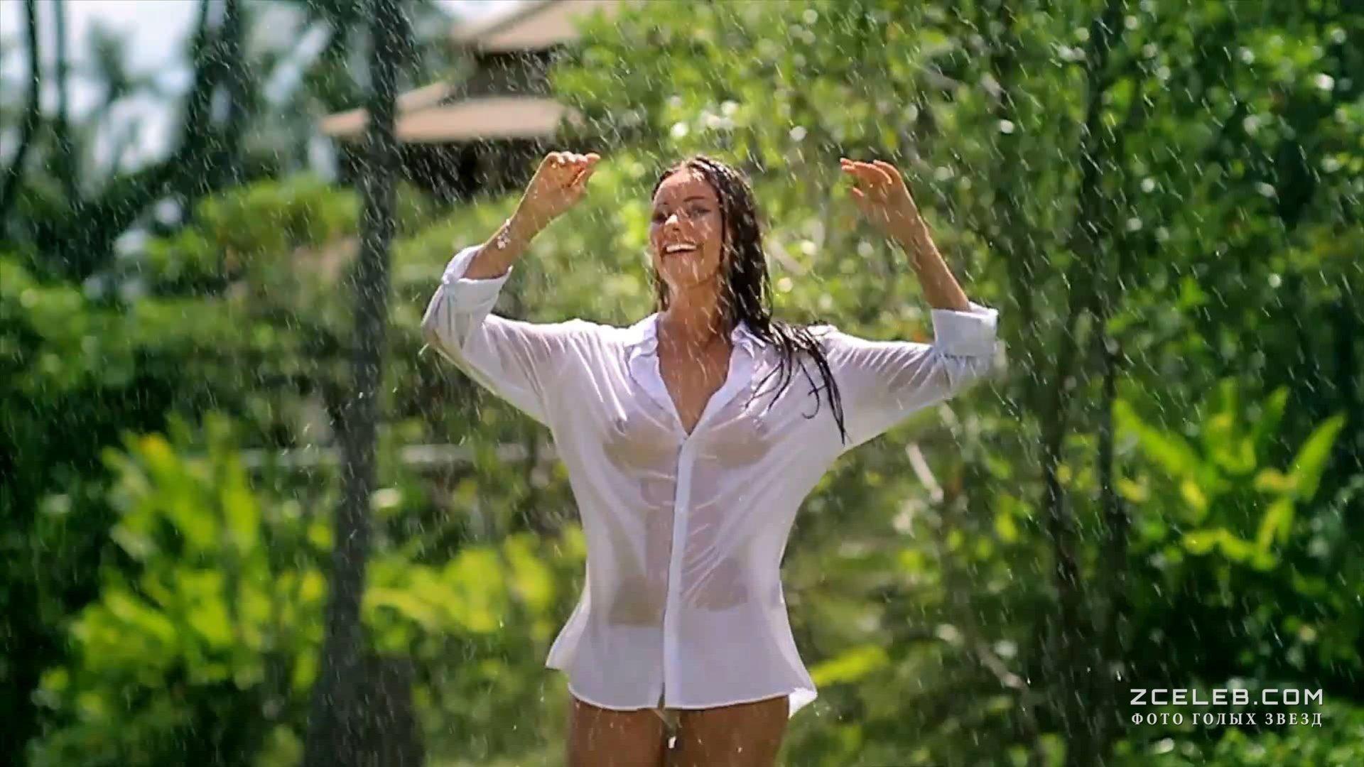 выпил девушка с большой грудью в мокрой рубашке фото это летом моя