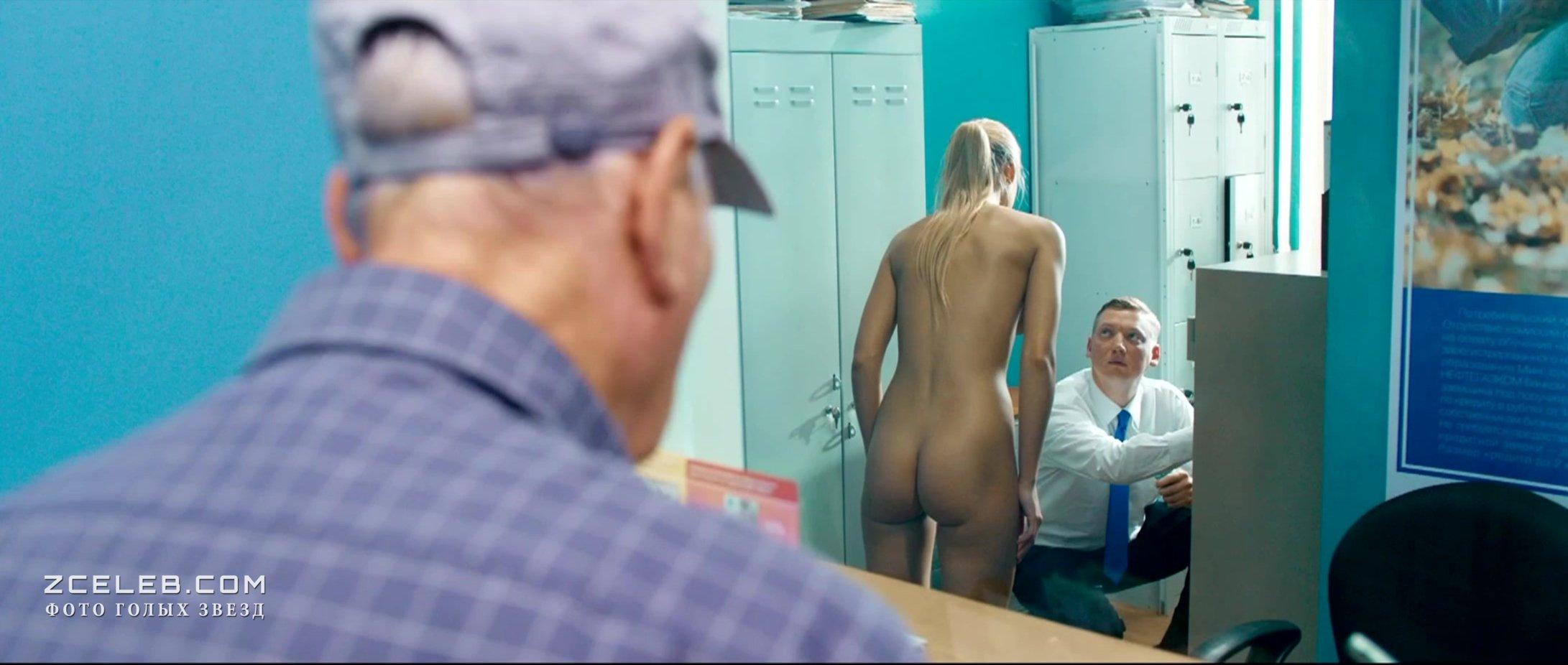 распахивает несколько кино голые попы голых девушек