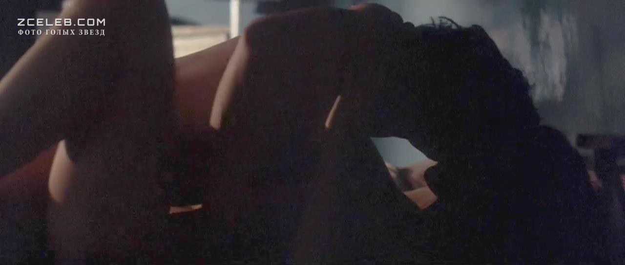 Обнаженная Гвинет Пэлтроу – Сильвия (2003)