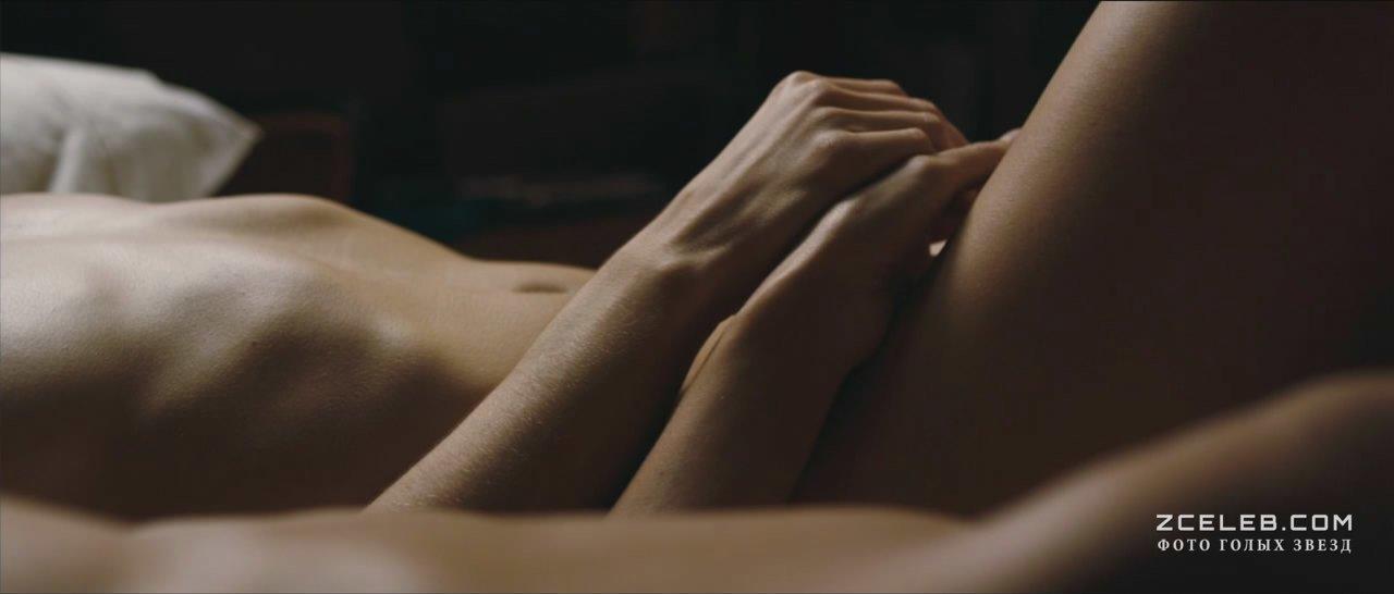 Нежно рукой ласкает, секс целуют пизда яыикам порно