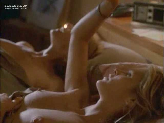 elle-macpherson-sex-scene-naked-at-the-swimming-pool