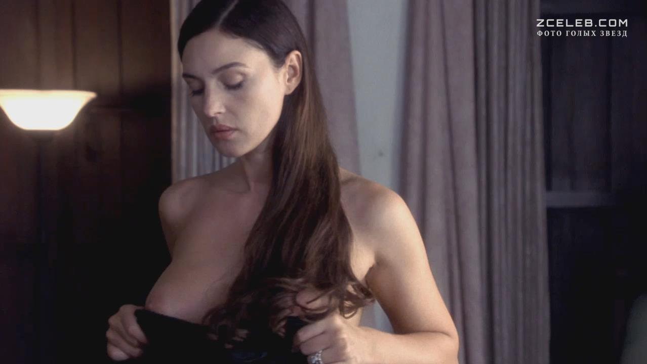 Моника Беллуччи Засветила Грудь – Малена (2000)