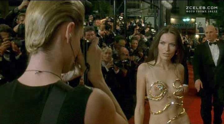 Femme fatale nude