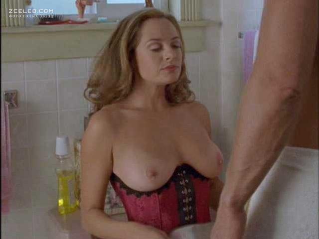 Samantha Mathis Nude Pics