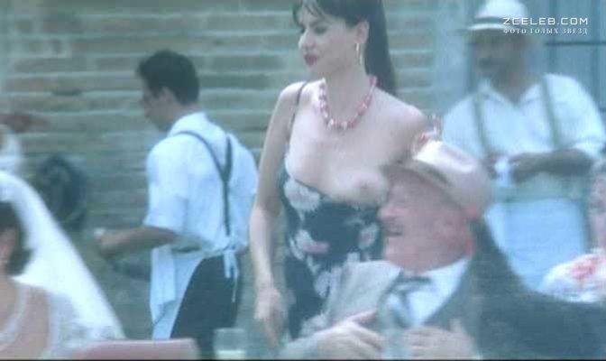 pisanka-ogolilas-v-kino-porno-gimnastov-smotret