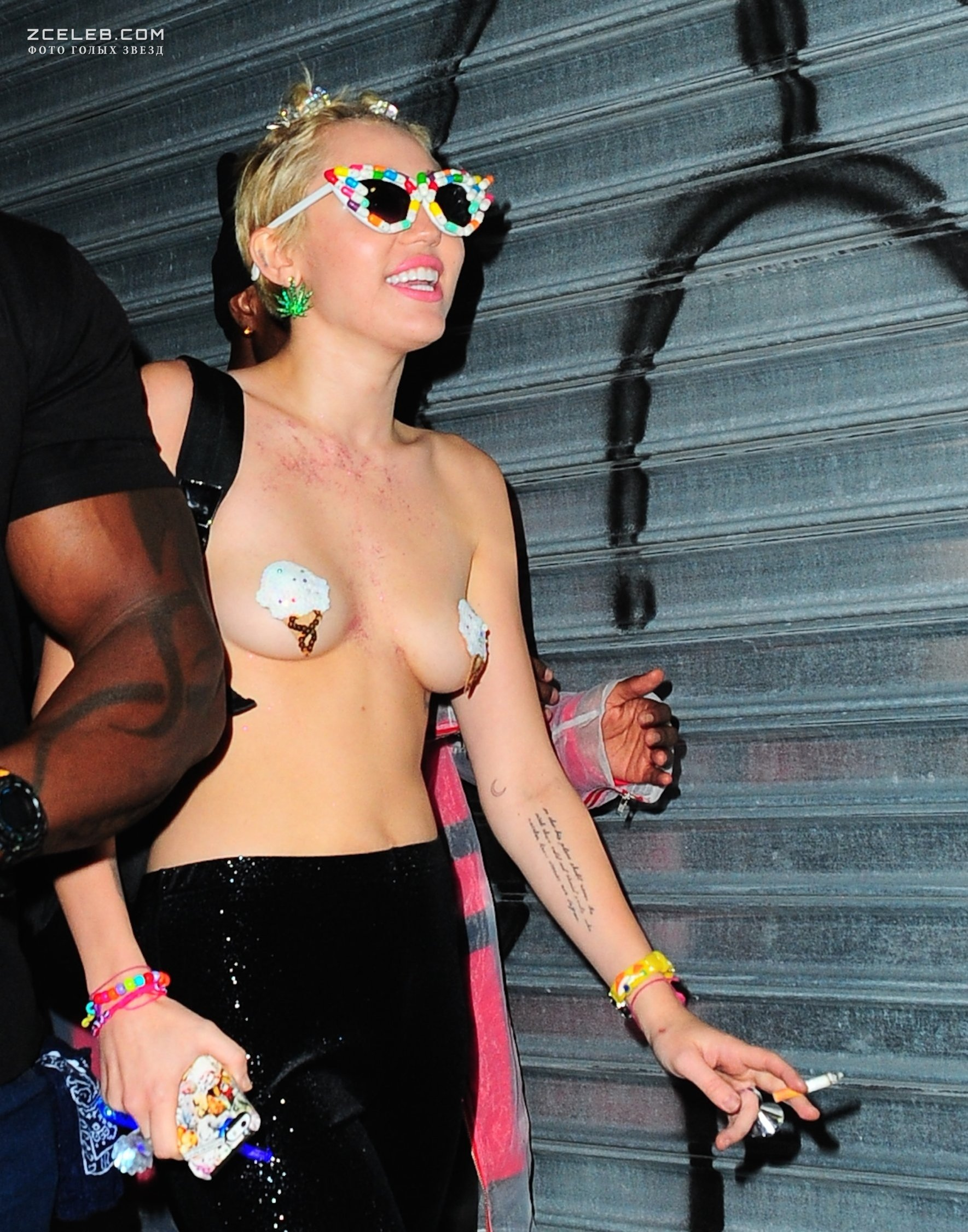 Miley Cyrus Goes Topless For W Mag With Girlfriend Stella Maxwell