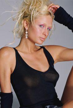 Пэрис Хилтон без бюстгальтера в журнале Elle, Сентябрь 2004