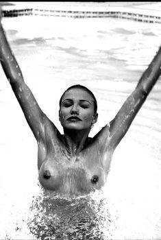 Голая грудь Камерон Диаз в журнале Loaded, 1999