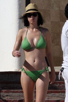 Кэти Перри в бикини на пляже Мексики, 2008