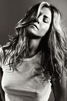Торчащие соски Дженнифер Энистон в журнале Elle, Сентябрь 2009