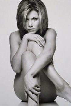 Обнаженная Дженнифер Энистон в фотосессии Марка Селиджера, 1995