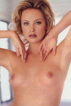 Полностью голая Шарлиз Терон в журнале Playboy, Май 1999