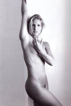 Полностью голая Эльза Патаки в журнале Playboy, Март 2004