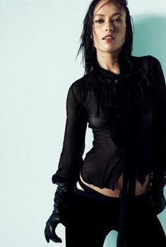 Оливия Уайлд засветила грудь в журнале Marie Claire, Ноябрь 2006