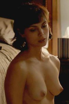 Морена Баккарин топлесс в сериале «Родина», 2011