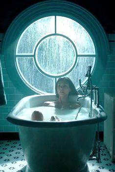 Секси Морена Баккарин в сериале «Готэм», 2014
