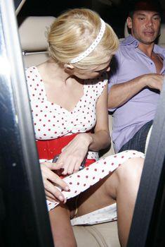 Засвет вагины Пэрис Хилтон в машине, Июль 2006