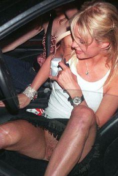 Пэрис Хилтон без трусов выходит из машины, Ноябрь 2000