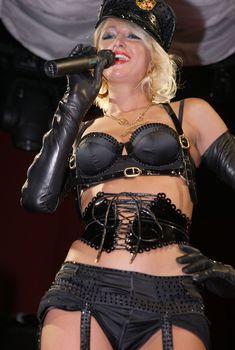 Возбуждающая Пэрис Хилтон в белье для Бурлеска с Pussycat Dolls