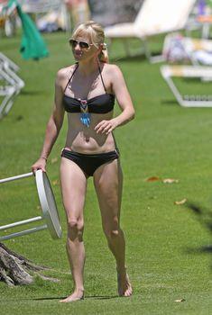 Анна Фэрис в черном бикини на Гавайях, 23.05.2014