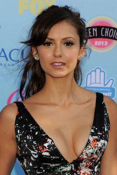 Изящная грудь Нины Добрев на премии Teen Choice Awards, 2013