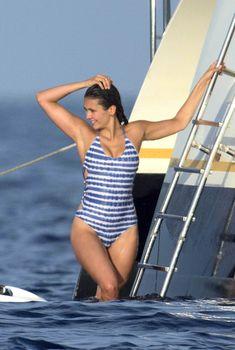 Секси Нина Добрев отдхает на яхте в Сан-Тропе, 25.07.2015