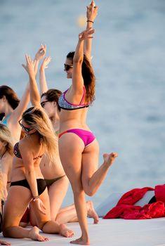 Сексуальная Нина Добрев на яхте в Сан-Тропе, 20.07.2015