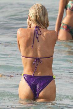 Секси Джулианна Хаф в бикини на съемках в Майами, 23.05.2011