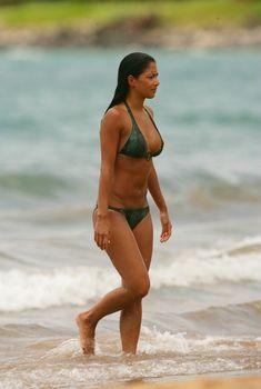 Сексуальная Николь Шерзингер на пляже в Гавайях, Май 2007