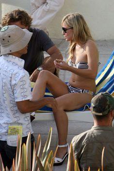 Кристен Белл снимается в бикини для сериала «Герои»