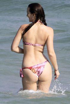 Секси Лейтон Мистер в бикини на пляже в Рио-де-Жанейро, 15.04.2012