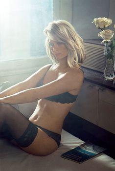 Сексуальная Дженьюэри Джонс для журнала Vogue, Август 2014