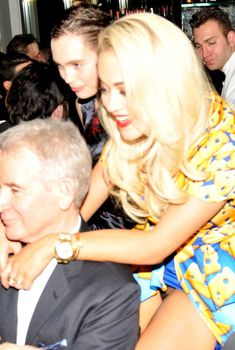 Рита Ора показала трусики на Moschino's Fashion Week, 2014