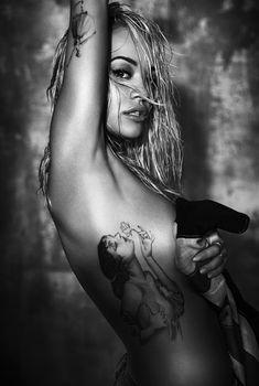 Рита Ора в откровенной фотосессии «Body On Me», 2015