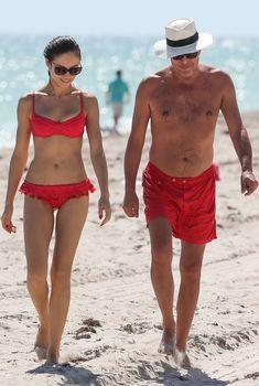 Ольга Куриленко в бикини на пляже Майами, 16.10.2012