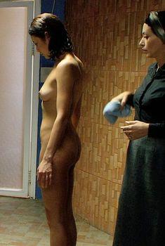 Ольга Куриленко без одежды в фильме «Стены», 2009