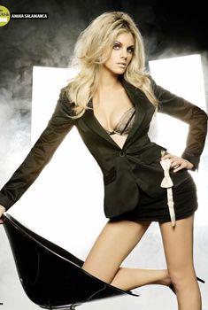 Сексуальная Амайя Саламанка снялась в эротическом наряде в журнале FHM, Март 2008